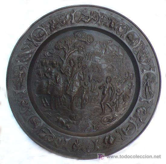 PLATO DE LATÓN DE GALVANO, 1900'S APROX. 57 CM. DE DIÁMETRO. (Antigüedades - Hogar y Decoración - Platos Antiguos)
