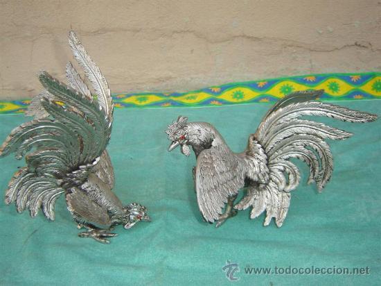 2 GALLOS DE BRONCE PLATEADO (Antigüedades - Hogar y Decoración - Otros)