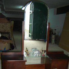 Antigüedades: TOCADOR EN MADERA Y ESPEJO GRANDE. Lote 16518331
