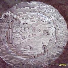 Antigüedades: PLATO PONTESA DECORACION GRIS. MOTIVO COSTUMBRISTA 25 CMS. Lote 26585823