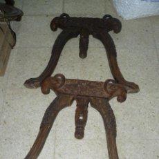 Antigüedades: PAREJA DE YUGOS EN MADERA LABRADA. Lote 16658830