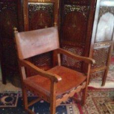 Antigüedades: SILLON ANTIGUO MADERA DE ROBLE Y CUERO 105 CM. Lote 16699439