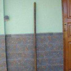 Antigüedades: HORCA -VIERGO- PARA AVENTAR EL CEREAL, DE MADERA. 147 CMS DE LONGUITUD.. Lote 26524573