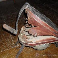 Antigüedades: FUELLE DE PIE MADERA HIERRO CUERO . Lote 16783044