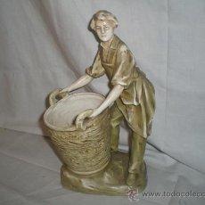 Antigüedades: BONITA FIGURA DE PORCELANA POSIBLEMENTE AUSTRIACA. REPRESENTANDO A VITICULTOR.. Lote 17071069