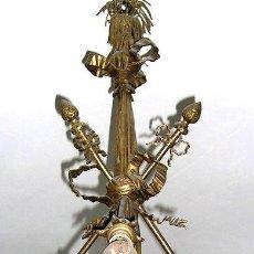 Antigüedades: LAMPARA ESTILO IMPERIO.PRINCIPIOS 1900.METAL DORADO.CALIDAD.BIEN CONSERVADA.ENVÍO GRATIS MD:50 CM.. Lote 26521447