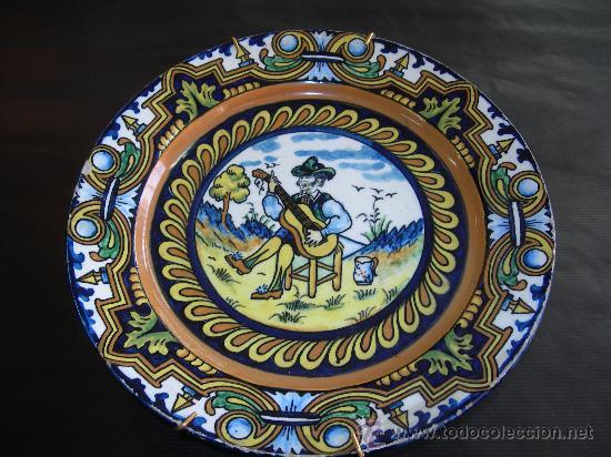 PLATO CON CURIOSO SELLO - FIRMA - EN REVERSO (Antigüedades - Porcelanas y Cerámicas - Manises)