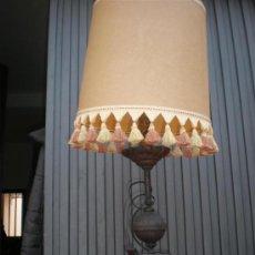 Antigüedades: LAMPARA DE MESILLA HIERRO DE FORJA. Lote 17351253
