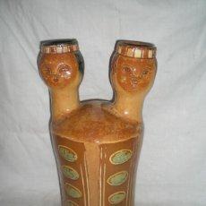 Antigüedades: BONITA JARRA DE BARRO COCIDO VIDRIADO POLICROMADO. S.XX. FIRMADO VIDAL CLARA.LA BISBAL.. Lote 17459753