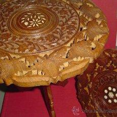Antiquités: PAREJA DE MESILLAS ORIENTALES EN MADERA E INCRUSTACIONES DE HUESO. Lote 27344276