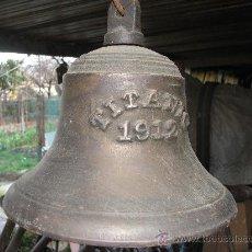 Antigüedades: CAMPANA DE BRONCE. 30 CM DIAMETRO Y 25 CM ALTURA.. Lote 27452324