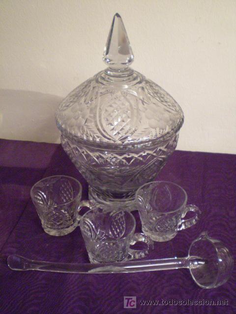 PONCHERA CON 12 TAZAS (Antigüedades - Cristal y Vidrio - Otros)