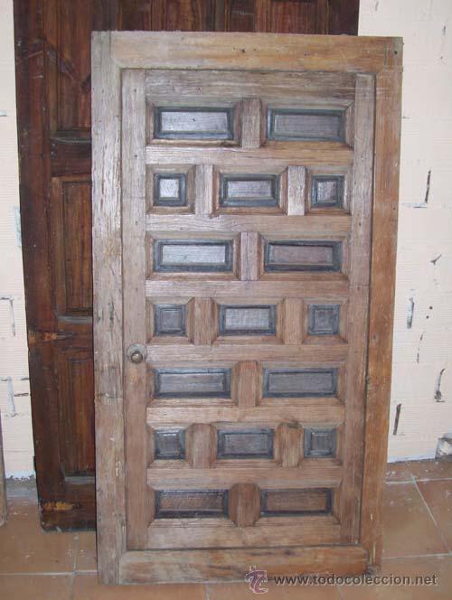 Puerta castellana con los cuarterones de nogal comprar for Puerta castellana pino