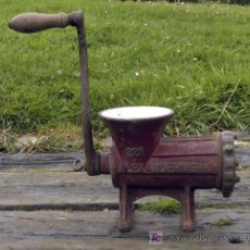Antigüedades: ANTIGUA PICADORA DE CARNE EN HIERRO Y ESMALTE ALEXANDERWERK 22N. Lote 90786997