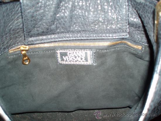 Antigüedades: bolso versace original de piel de foca en color negro - Foto 2 - 26969660