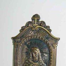 Antigüedades: ANTIGUA BENDITERA METALICA EN RELIEVE DE EL SAGRADO CORAZON DE JESUS - MIDE 22 X 10,5 CMS - REALMEN. Lote 26793485