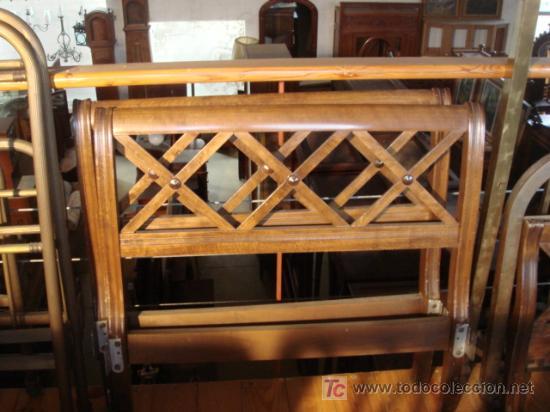 PAR DE CAMAS GEMELAS DE MADERA (Antigüedades - Muebles Antiguos - Camas Antiguas)