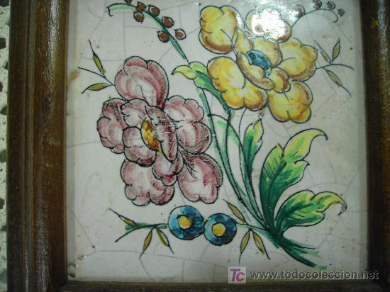 Antigüedades: ANTIGUEDADES:FLORES EN AZULEJO PINTADO A MANO MARCO MADERA - Foto 3 - 17787246