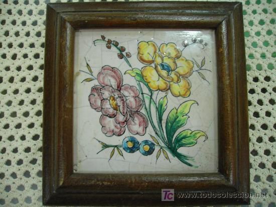 Antigüedades: ANTIGUEDADES:FLORES EN AZULEJO PINTADO A MANO MARCO MADERA - Foto 2 - 17787246