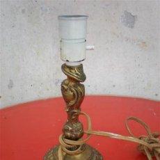 Antigüedades: LAMPARA DE MESILLA DE BRONCE. Lote 17802190