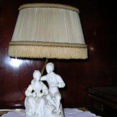 Antigüedades: LAMPARITA DE SOBREMESA EN PORCELANA DE BISCUIT PPS 1900. Lote 27018752