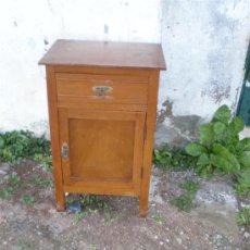 Antigüedades: MESILLA DE MADERA CLARA. Lote 17955784