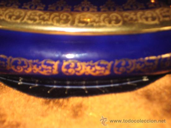 Antigüedades: JOYERO DE PORCELANA LIMOGE FRANCES AZUL COBALTO Y ORO.CON UNA PAREJA VICTORIANA EN LA CAJA. - Foto 9 - 26512218