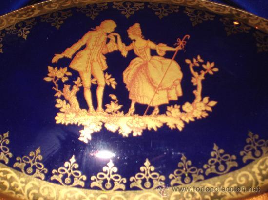 Antigüedades: JOYERO DE PORCELANA LIMOGE FRANCES AZUL COBALTO Y ORO.CON UNA PAREJA VICTORIANA EN LA CAJA. - Foto 10 - 26512218
