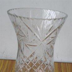 Antiquitäten - JARRON de cristal labrado .. Tiene dos golpes por el borde de la parte de arriba - 18006121