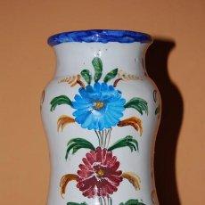 Antigüedades: JARRÓN DE TALAVERA - PINTADO A MANO - MARCA EN LA BASE - PRIMERA MITAD DEL S.XX. Lote 26814756