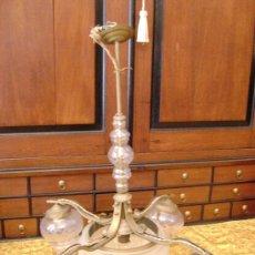 Antigüedades: LAMPARA EN CRISTAL Y METAL DE CINCO GLOBOS. Lote 26466615