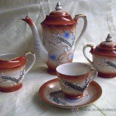 Antigüedades: JUEGO CAFE JAPONES CON RELIEVE, IMAGEN GEHISA AL CONTRALUZ EN LAS TAZAS. Lote 27421079