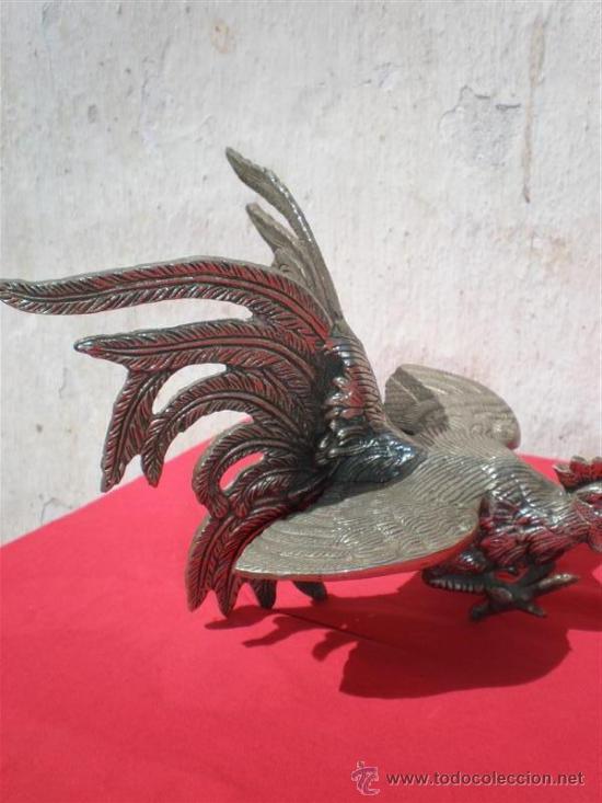 Antigüedades: pareja de gallos de bronce - Foto 3 - 18378212