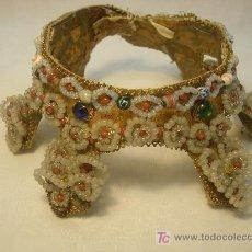 Antigüedades: CORONA DE VIRGEN DE PIEDRAS Y ABALORIOS. Lote 27206881