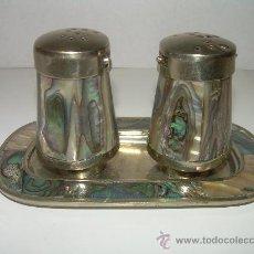 Antigüedades: JUEGO DE SAL Y PIMIENTA DE NACAR. Lote 27509811
