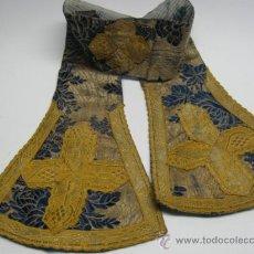 Antigüedades: PRECIOSA ESTOLA EN SEDA BROCADA Y PASAMANERIA EN ORO. SG.XVIII. MIDE 70 X 15 CM.. Lote 18521699