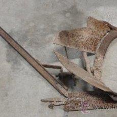 Antigüedades: ARADO ANTIGUO DE DOBLE REJA. Lote 18595852
