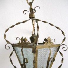 Antigüedades: ANTIGUA LAMPARA / FAROL DE CHAPA Y CRISTAL PARA COLGAR (35X18CM APROX, SIN CADENA DE COLGAR). Lote 25786784