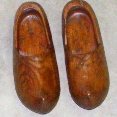 Antigüedades: ZUECOS DE MADERA , ANTIGUOS. Lote 18806625