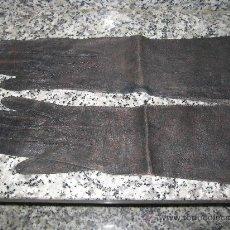 Antigüedades: GUANTES ANTIGUOS DE PIEL, LARGOS 38 CM.. Lote 26429271