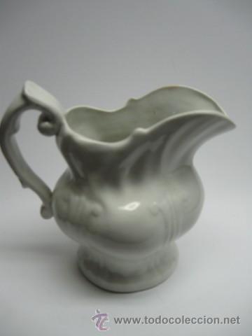 JARRA DE LOZA MUY FINA BLANCA . FF.SG.XIX. PP.SG.XX. S.M & Cª CHINA OPACA. MIDE 16 X 15 CM. (Antigüedades - Porcelanas y Cerámicas - Otras)