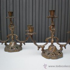 Antigüedades: PAREJA DE CANDELADROS DE BRONCE ANTIGUOS. Lote 20201327