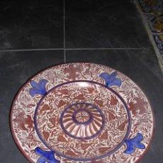 Antigüedades: PLATO DE REFLEJOS METALICOS,FIRMADO GIMENO RIOS, ,36 CM.VER FOTOS. Lote 19103319
