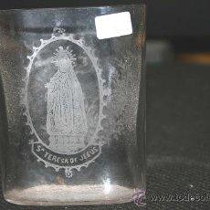 Antigüedades: VASO TIPO PETACA DE RECUERDO DE AVILA. 9 DE ALTO, 6,50 DE ANCHO.SANTA TERESA. CRISTAL DE LA GRANJA ?. Lote 25367771