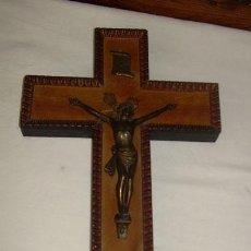 Antigüedades: PRECIOSO CRUCIFIJO,CRUZ EN MADERA LABRADA Y CRISTO EN BRONCE. Lote 33115679