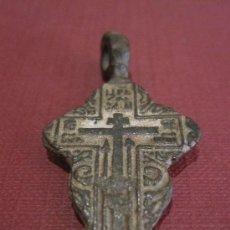 Antigüedades: RARA CRUZ ORTODOXA EN BRONCE DEL SIGLO XVII O XVIII, CON LARGA INCRIPCION CIRILICA. Lote 25595382