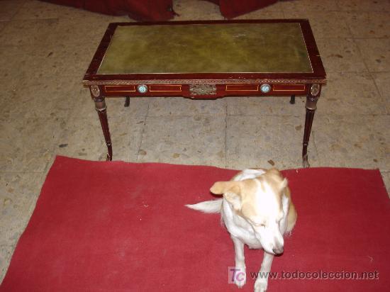 MESA DE CENTRO CON CUERO (Antigüedades - Muebles Antiguos - Mesas Antiguas)