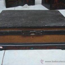 Antigüedades: ANTIGUO BAÚL DE MADERA CON HERRAJES ORIGINALES. Lote 19348470