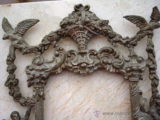 BONITO MARCO DE METAL PLATEADO ( VER DETALLES ) (Antigüedades - Muebles Antiguos - Cornucopias Antiguas)