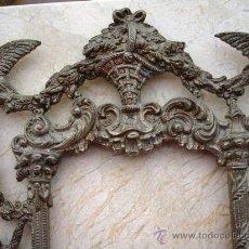 Antigüedades: BONITO MARCO DE METAL PLATEADO ( VER DETALLES ). Lote 27316385